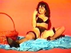 ragazza italiana si masturba con carote e zucchine
